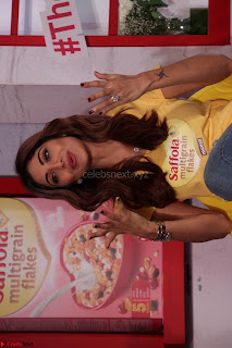 Shilpa Shetty super cute fit in Yellow T Shirt 09.JPG