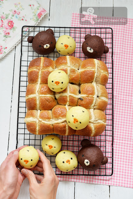 kiiroitori rilakkuma hot cross buns