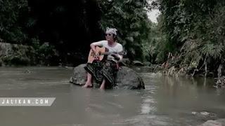 Lirik Lagu Purnama Kedasa Yan Ferry