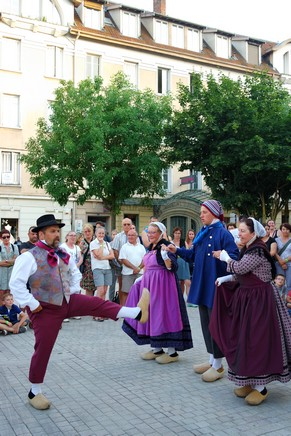 bourg-en-bresse visite nocturne théâtralisée danse folklorique