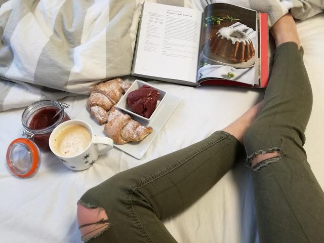 relaks, kawa i rogale