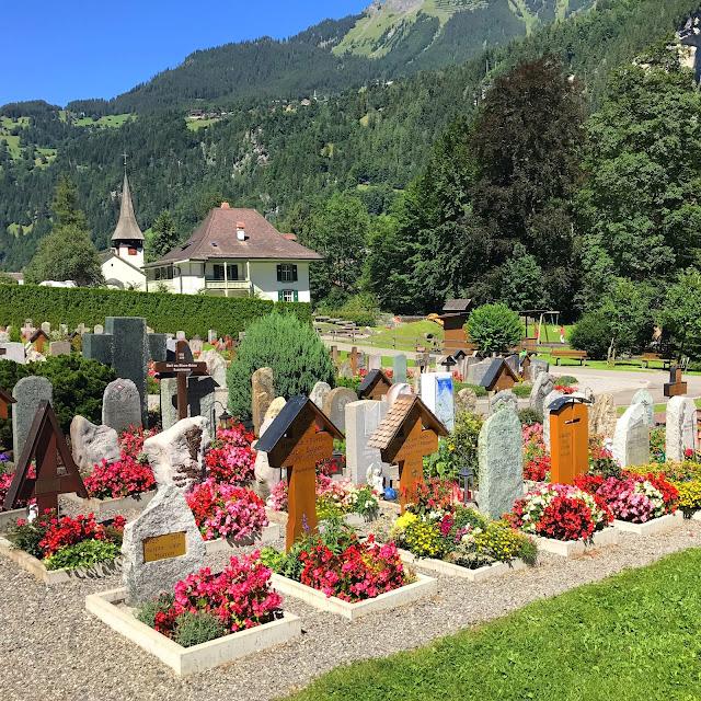 Cemitérios bonitos, Cemitério, Cemitério na Europa, Lauterbrunnen, Descanse em Paz