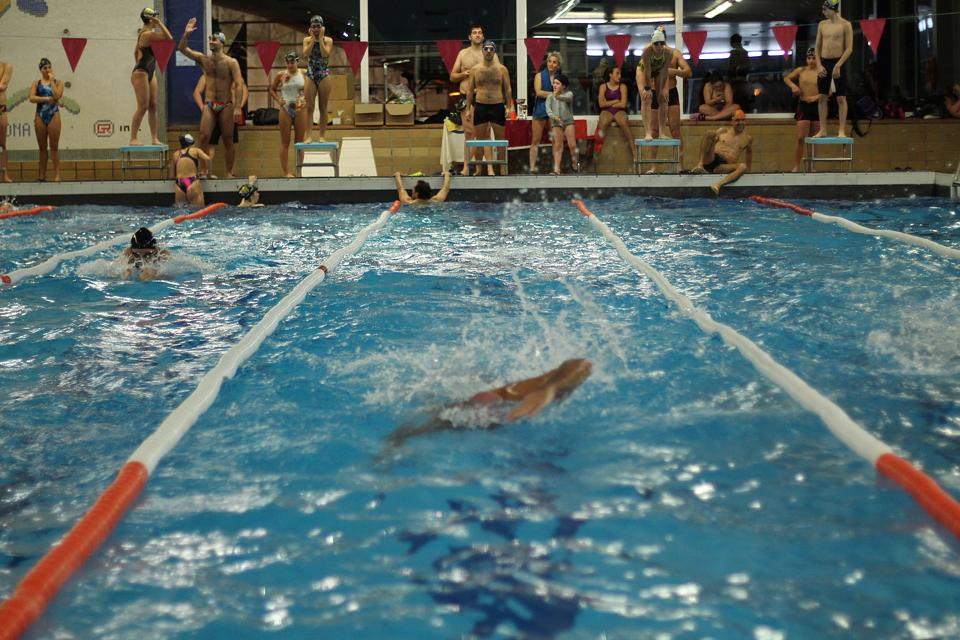 Barakaldo digital la piscina cubierta de gorostiza cierra for Mantenimiento de la piscina