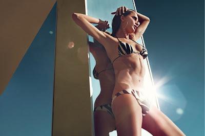 146157 tugce kazaz bikini show  4