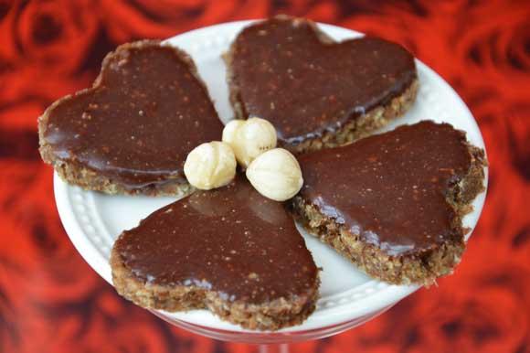 Homemade hazelnotenpasta met rauwe cacao, hazelnoten en honing