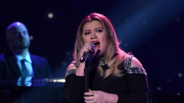 """Depois de atingir o #1 do iTunes US com sua apresentação no American Idol, Kelly Clarkson lança nova versão para """"Piece by Piece"""""""