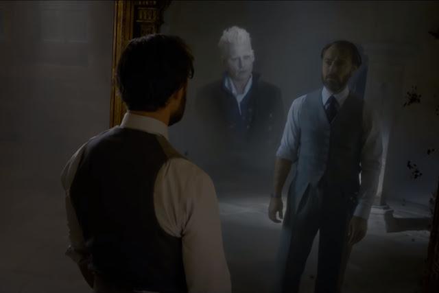 Албус Дъмбълдор вижда Гриндълуолд в Огледалото Еиналеж във Фантастични животни: Престъпленията на Гринделвалд
