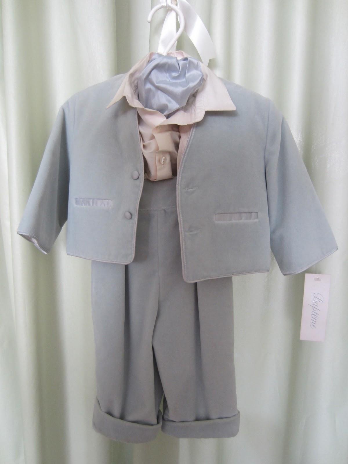 a8ff220803b βελούδινο γαλάζιο κουστούμι με μεταξωτό πουκάμισο και φουλάρι. Τιμή: 60  ευρώ.