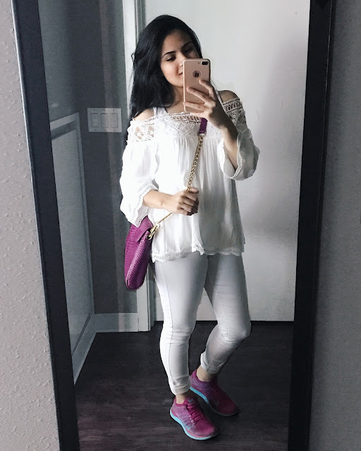If you are following me on Instagram you would know about my obsession for like the past couple of month which is white. I swear I can wear all my outfit in white and will never complain. Hell, I even wear white nail polish literary all the time now and I am not even thinking about changing this fact.