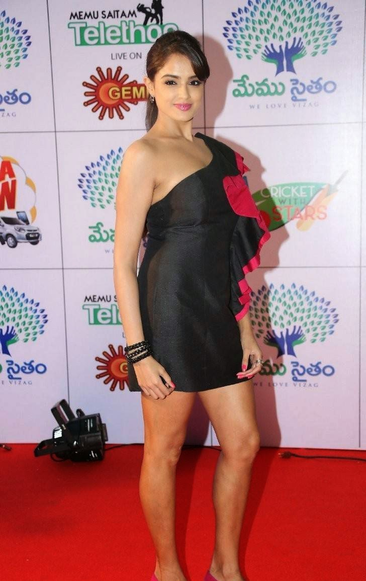 Asmita Sood Latest Photo Gallery, Asmita Sood Sexy Photos in Hot Black Dress Without sleeve