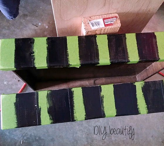 Use Frog Tape for crisp, clean lines! It's perfect for painting stripes. www.diybeautify.com