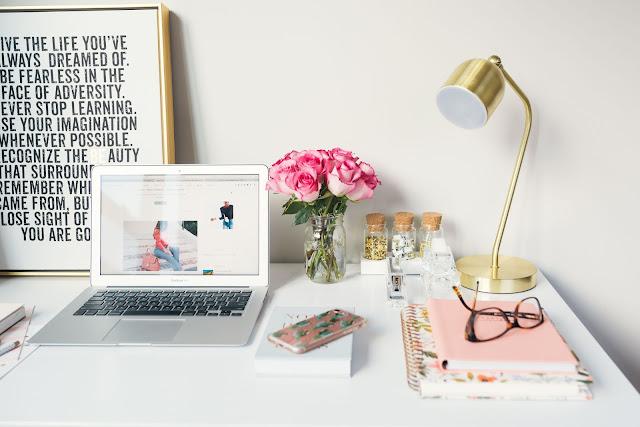 "<img src=""how to start blogging (1).jpg"" alt=""make money with blogging: the basic guide""/>"