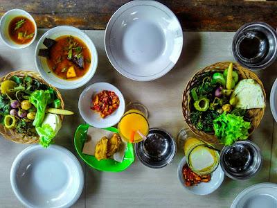 Menu makan di Pindang Riu