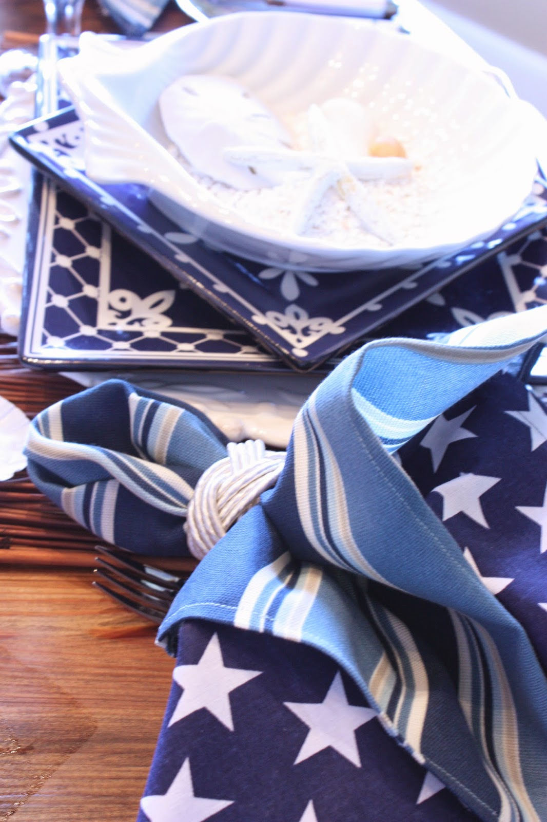Superb This Nautical Table With Itu0027s Clean Lines Benefits From A Bit Of Fluff The  Double Napkins Bring!