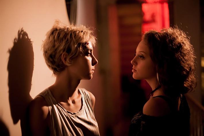 5 motivos para ver Luna, filme de Criz Azzi que aborda a adolescência e toca na questão do cyberbullying | Cinema