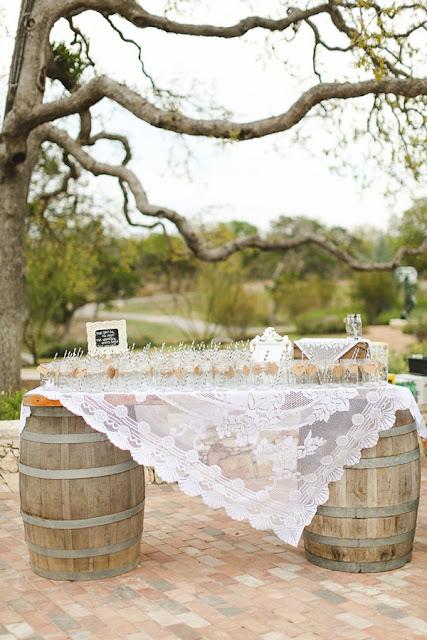 deco table mariage thème vin tonneau