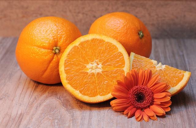 Φυσική μάσκα αντιμετώπισης για τις κοκκινίλες με πορτοκάλι