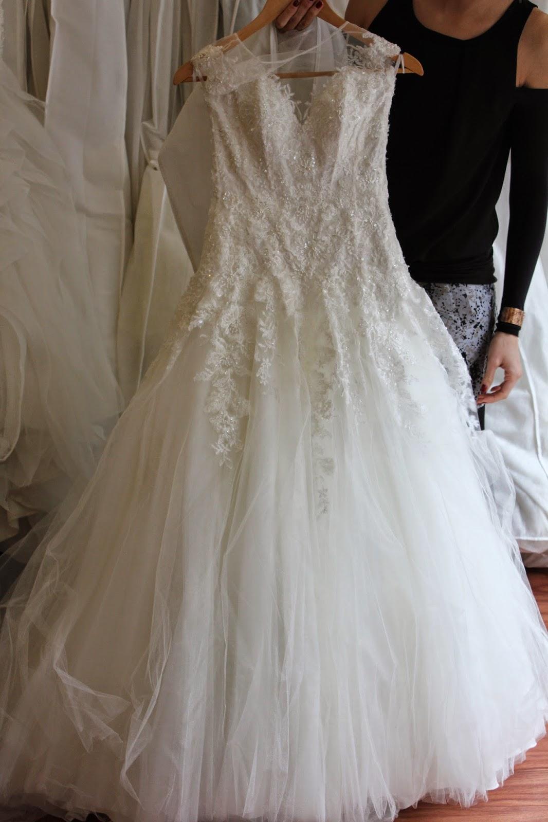 e21ba9ac9 Alexandra creó un espacio realmente precioso y de alto cuidado para sus  vestidos de novia