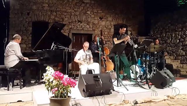 Η μουσική του Μίκη Θεοδωράκη σε μια τζαζ βραδιά στο Παλαμήδι (βίντεο)
