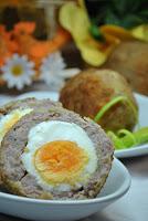 Jajka ukryte w białej kiełbasie