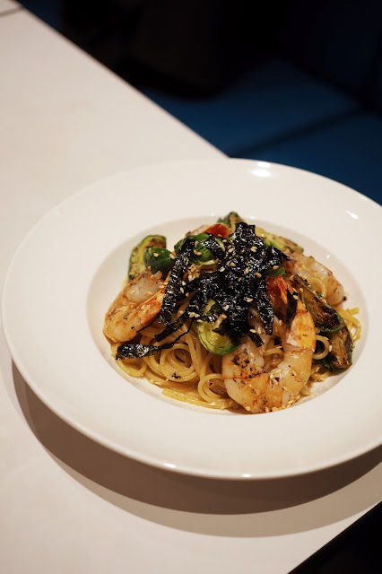 delicious spaghetti singapore prawn brussel sprouts