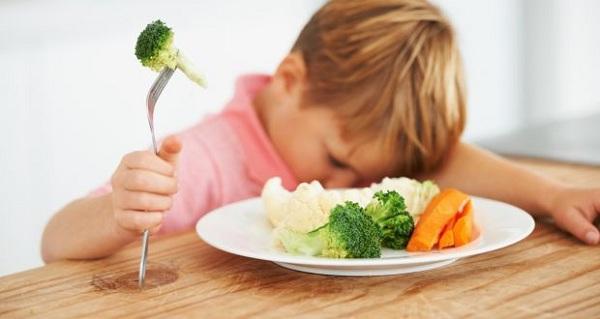 8 استراتيجيات تجعل طفلك يقبل على الطعام