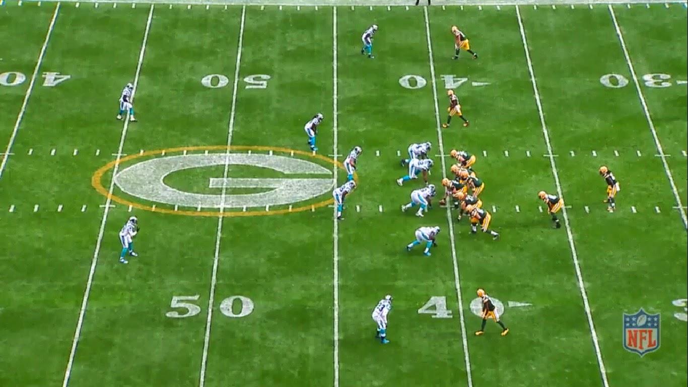 O Green Bay Packers conta com dois running backs e três wide receivers em  campo. Logo e4c66df46b604