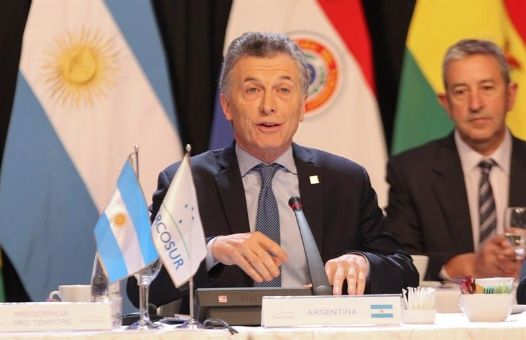 "Macri pide ""mediar"" con Venezuela pero sobre bases de oposición"