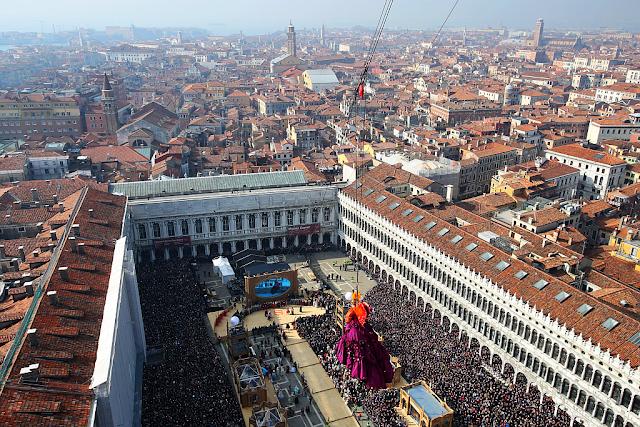 115.000 diváků a odstřelovači na Benátském karnevalu, Benátky průvodce