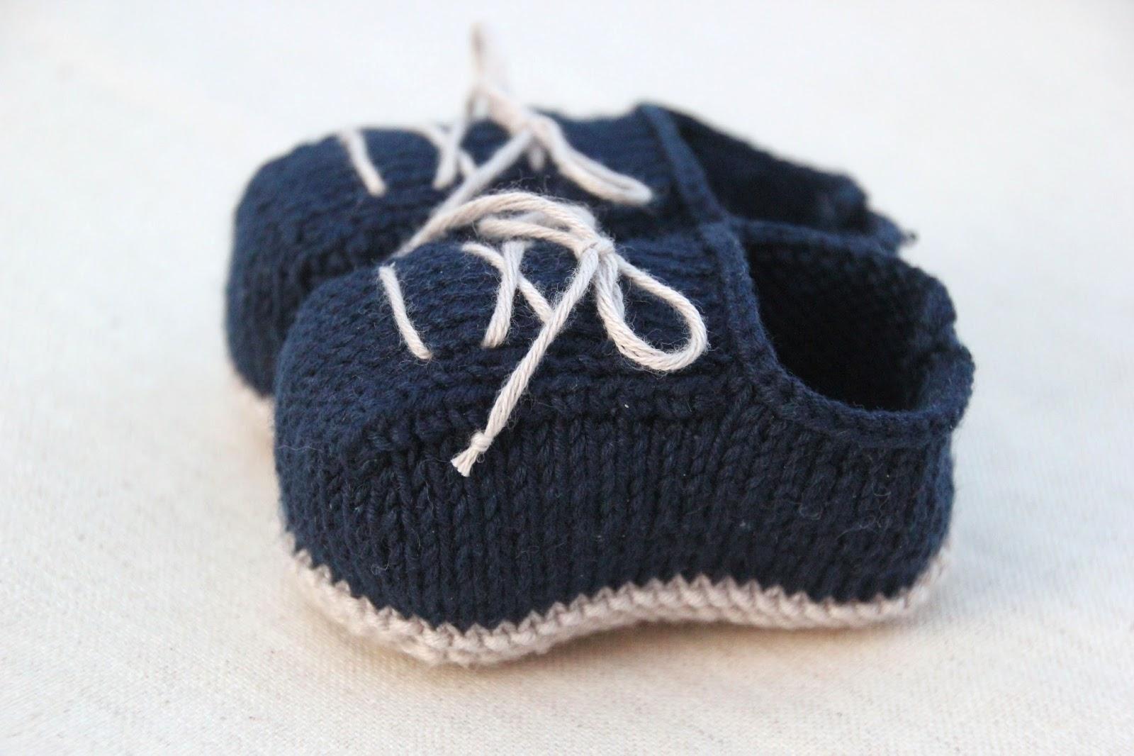 Se hacen a dos agujas como zapatitos de bebe