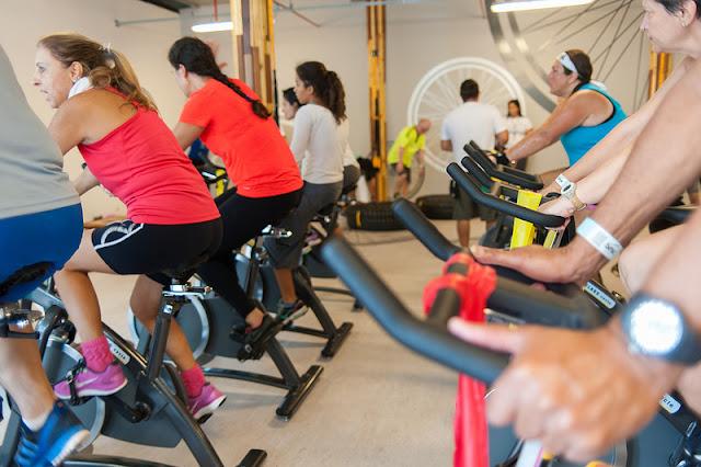 Sesc Verão promove maratona de bike indoor, vivência de rugby e esporte adaptado para idosos