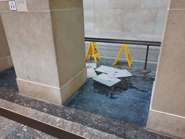 Εικόνες ντροπής στο βρετανικό μουσείο με τα γλυπτά του Παρθενώνα
