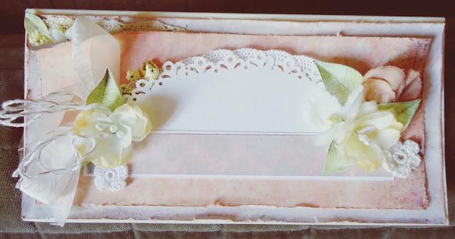 kartka handmade, kolor brzoskwiniowy z kwiatami