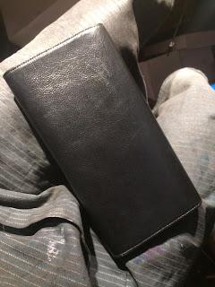 Yves Saint Laurent, pochette cuir vernis, fashion, teinture de luxe