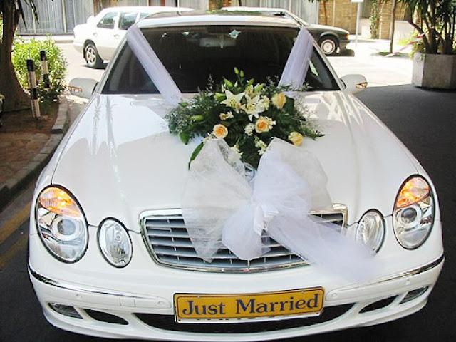 dekorasi mobil pengantin warna putih