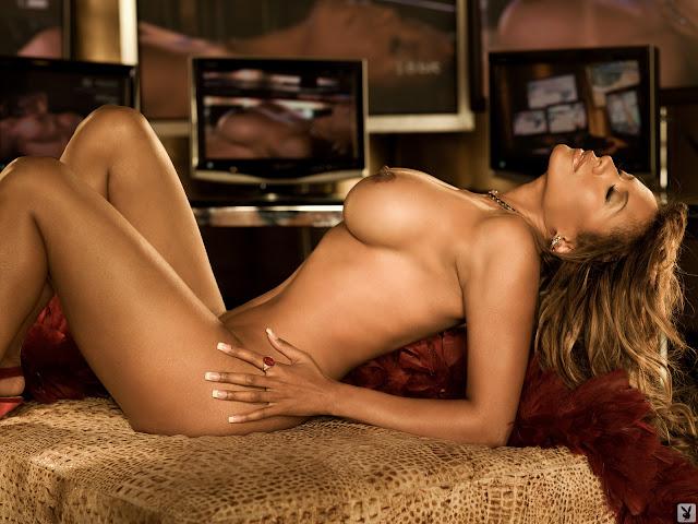 Tracy Bingham cleavage