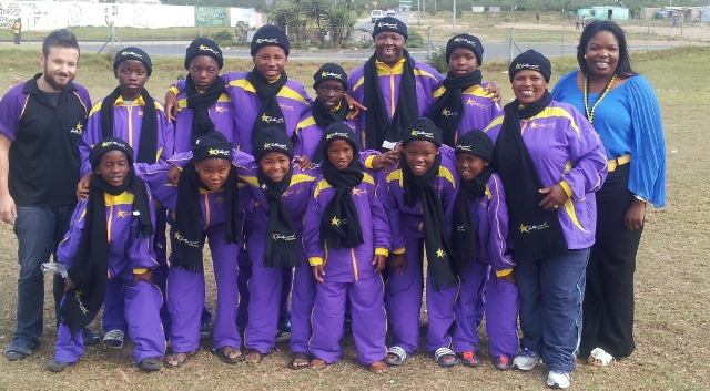 Hollywoodbets Mossel Bay donated soccer tracksuits to the Young Stars U12 side from the Heart to Heart Care Centre in the Western Cape. This is part of the Hollywoodbets Social Responsibility Program.