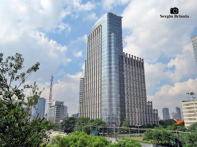 Vista ampla do Edifício RiverView Corporate Tower - Vila Cordeiro - São Paulo