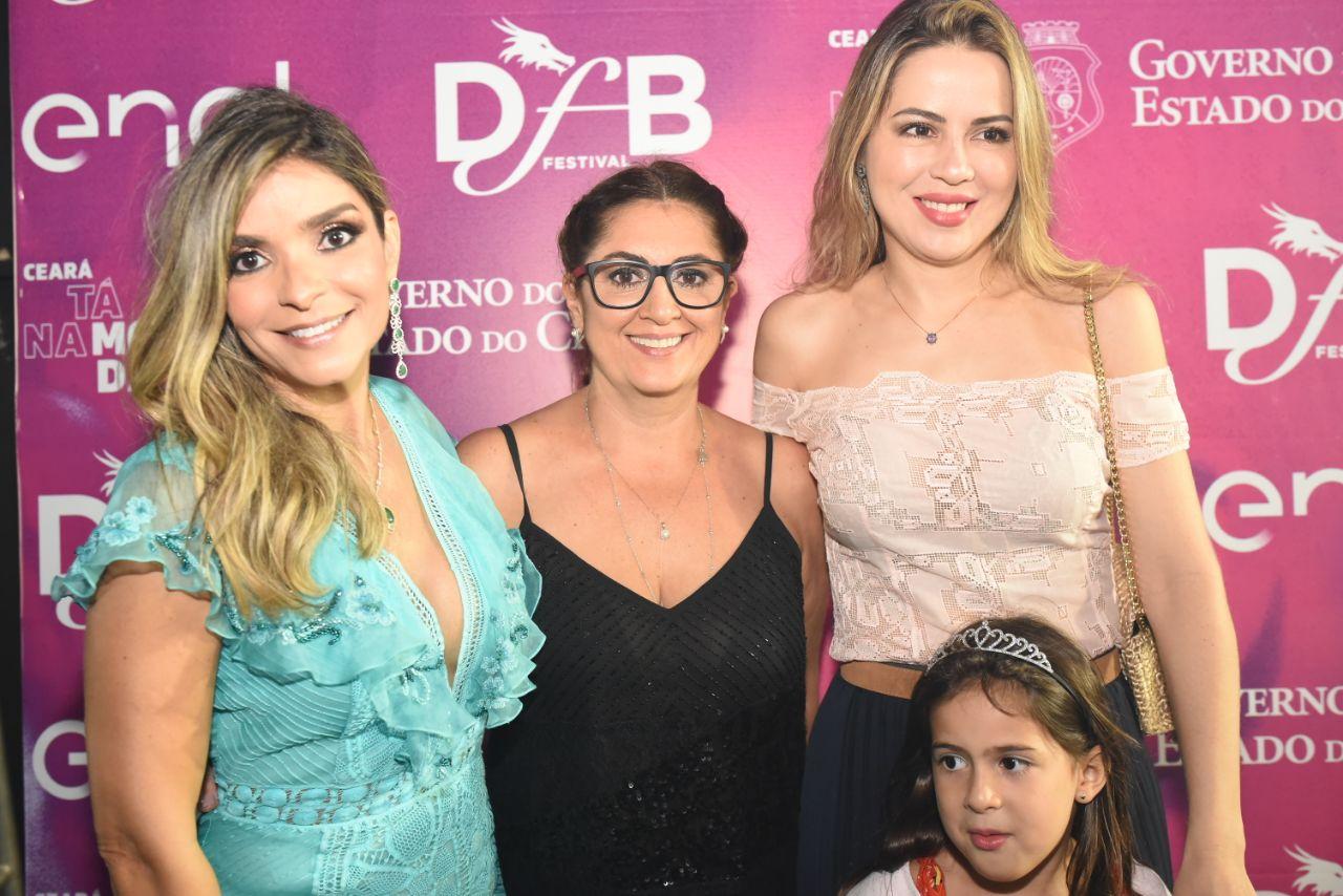 O segundo dia de Dragão Fashion Brasil (DFB) Festival 2018 teve ritmo  efervescente do maior encontro de moda autoral da América Latina que também  passeia ... 1dd9366a9f