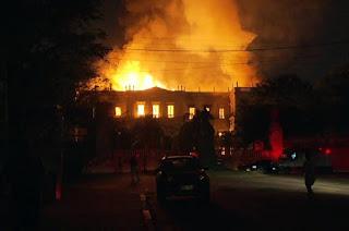 http://vnoticia.com.br/noticia/3077-incendio-de-grandes-proporcoes-atinge-o-museu-nacional-na-quinta-da-boa-vista