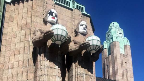 KISS: Τα αγάλματά τους κοσμούν τον σιδηροδρομικό σταθμό του Ελσίνκι