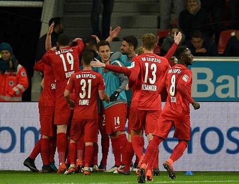 Niềm vui của các cầu thủ RB Leipzig sau khi giành chiến thắng lịch sử