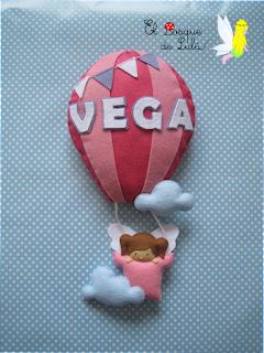 nombre-decorativo-fieltro-globo-aerostático-elbosquedelulu-hechoamanoparati-decoración-infantil-regalo-personalizado-nacimiento-letrero-name-banner-felt
