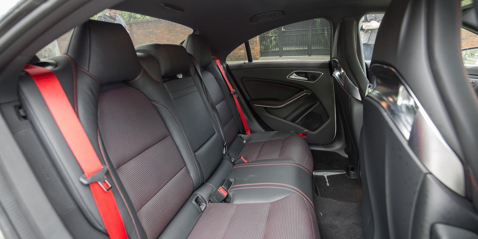 Hàng ghế thứ hai của xe được xem là khá được chứ chưa thoải mái