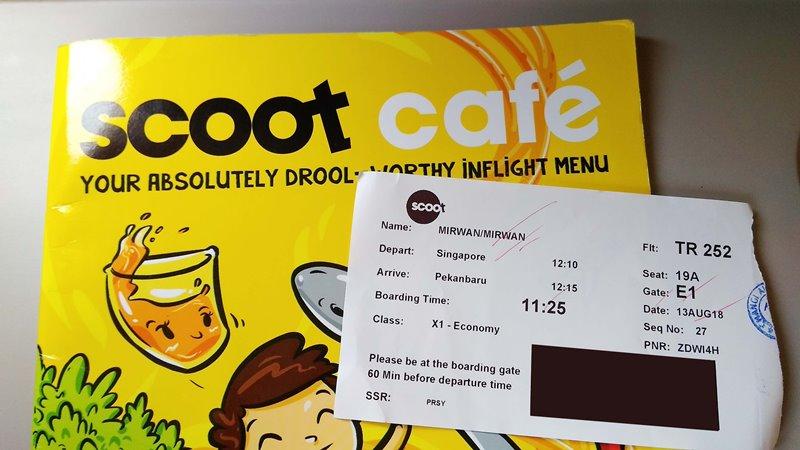 Flight Review : Pengalaman Terbang dengan Scoot, pengalaman naik scoot ke singapura, jadwal penerbangan scoot, harga bagasi scoot airlines, pengalaman naik scoot airlines, bagasi kabin scoot, fasilitas scoot airlines,