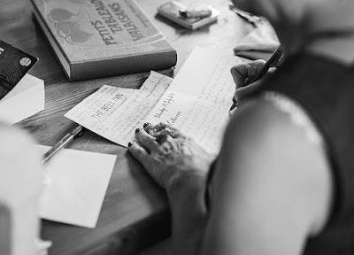 Redactar y escribir cartas eligiendo las palabras correctas