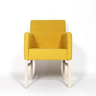 Fauteuil moderne pieds bois massif tissu jaune made-in-meubles.com