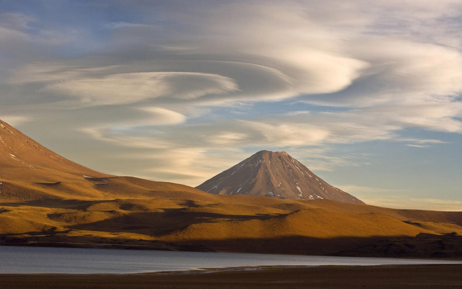Cute Baby Flying Kiss Wallpaper Volcanic Mountain In Chile Mystery Wallpaper