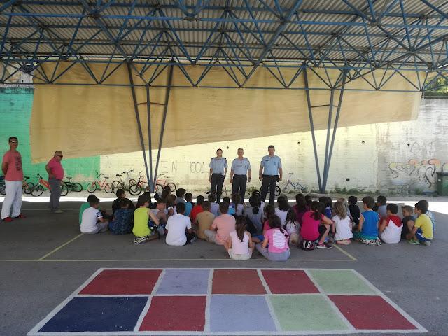 Ενημερωτική δράση της Τροχαίας Ηγουμενίτσας σε μαθητές του δημοτικού σχολείου στο Καστρί Θεσπρωτίας