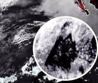 (NOAA) degli Stati Uniti, ha registrato un misterioso oggetto triangolare